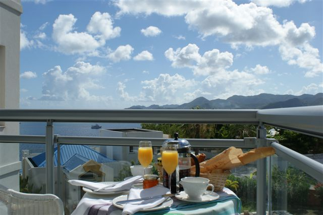 BreakfastOnBedroomBalcony.JPG
